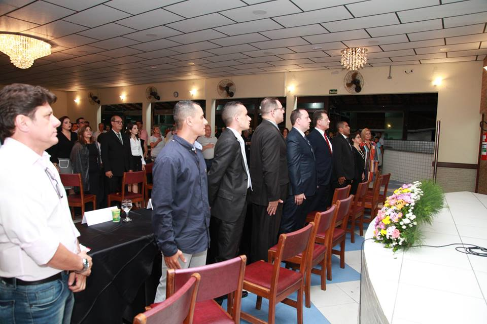 Nova diretoria da CDL Itaquera durante a cerimônia de posse