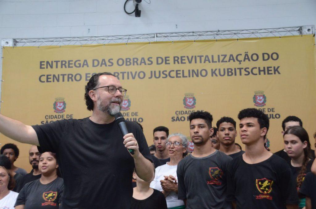 O secretário municipal de Esportes e Lazer, Carlos Bezerra Jr. entregou o novo espaço