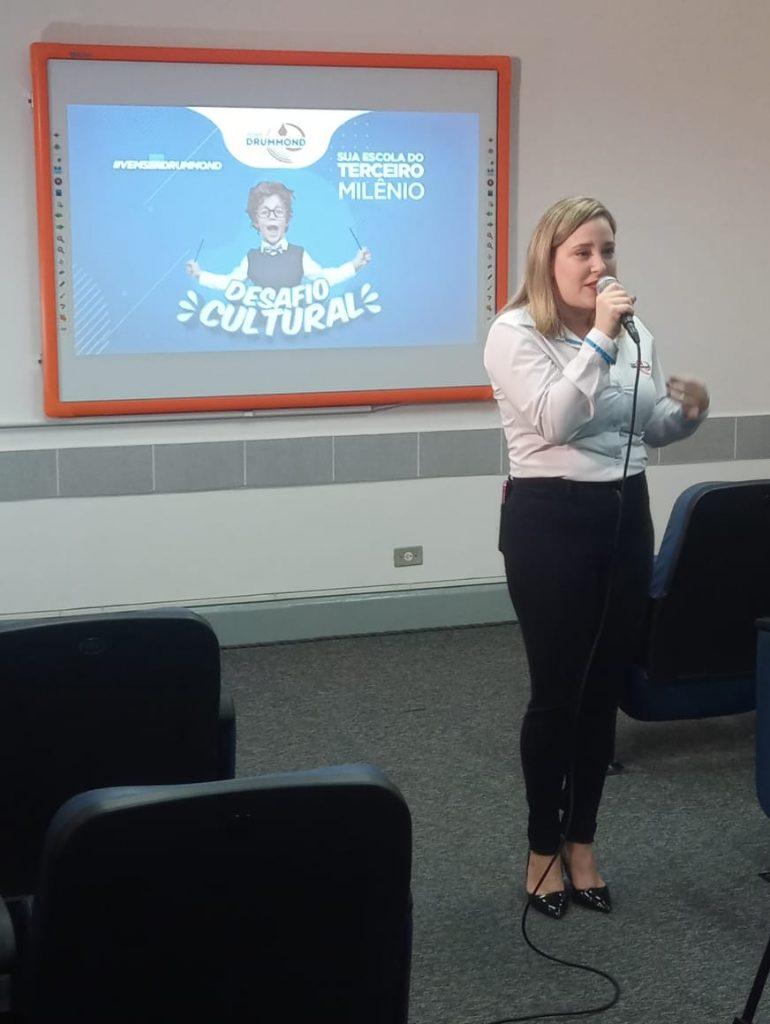 Professora Adenilze Mandruzatto - Diretora da Unidade Penha