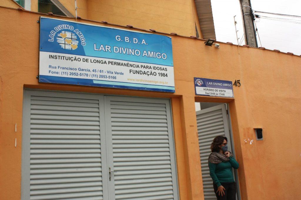 O Lar Divino Amigo fica na Rua Francisco Garcia, 45, Vila Verde, Itaquera. Telefone: 2052-5170